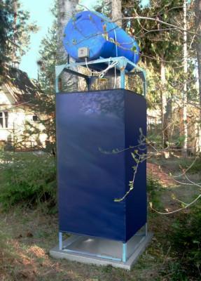 Летний душ Петромаш Садовый с подогревом 220 л. с кабиной 0,8х0,8 м и обтяжкой