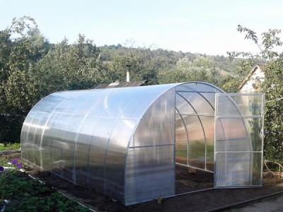 """Теплица """"Садовод"""": каркас 20х20мм, шаг 0,67 м, поликарбонат 4мм, ширина 2,4м, длина 10м"""